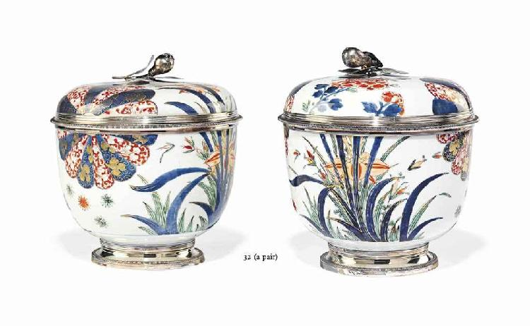A PAIR OF LATE REGENCE SILVER-MOUNTED CHINESE FAMILLE VERTE PORCELAIN LARGE BOWLS AND COVERS