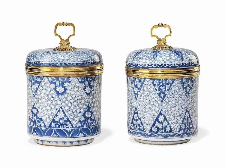A PAIR OF REGENCE ORMOLU-MOUNTED BLUE AND WHITE CHINESE PORCELAIN COVERED VASES