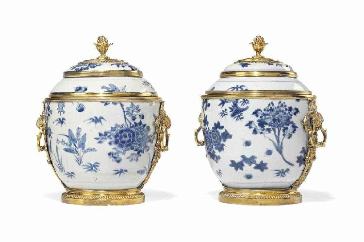 A PAIR OF REGENCE ORMOLU-MOUNTED CHINESE BLUE AND WHITE PORCELAIN COVERED VASES