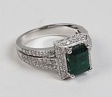 14K WHITE GOLD DIAMOND AND EMERALD LADIES RING