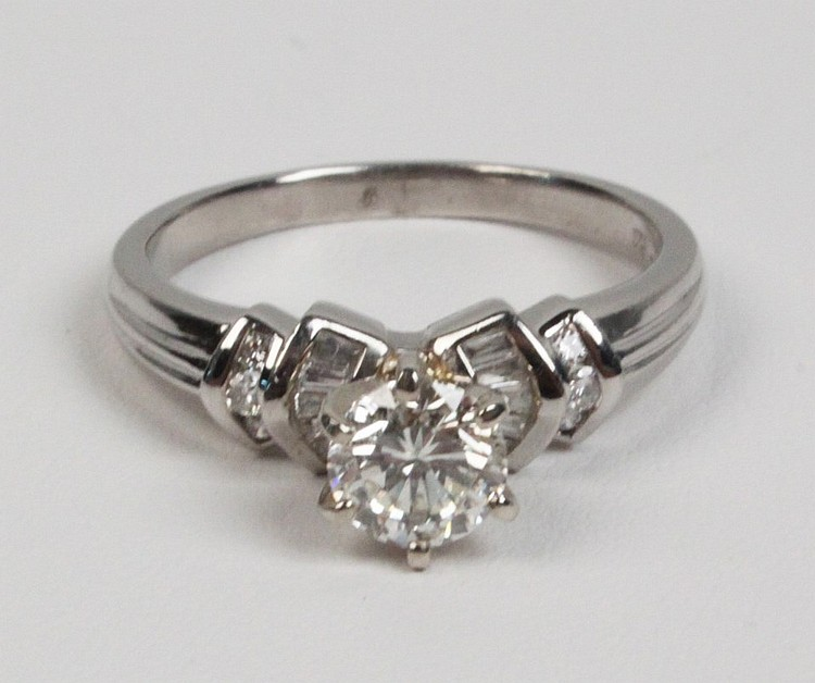 1.0 CT PLATINUM DIAMOND RING