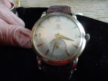 MAN'S OMEGA SOLID 14K BUMPER MOVEMENT AUTOMATIC WATCH FROM THE 1950'S