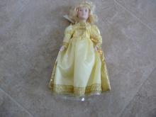 NEW IN BOX  CINDERALLA DOLL BY DANBURY MINT