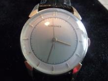 ELEGANT SOLID 14K LONGINES WATCH WITH RARE TWO-TONE DIAL FROM THE 1940'S