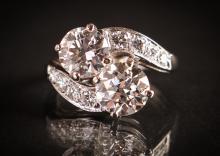 Ladies vintage platinum Diamond Ring w 2 Diamonds