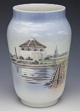 Royal Copenhagen Porcelain 2858 3604 Vase