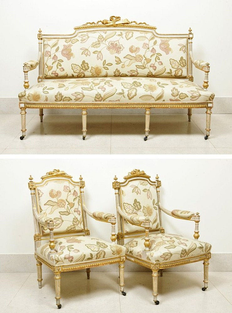 SET OF COUCH AND PAIR OF ARMCHAIRS
