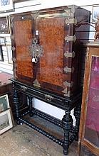 Circa 1900 Gillows Portuguese style rosewood burr