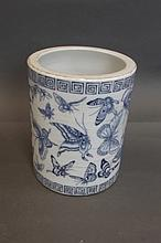 A Chinese blue and white brushpot with butterfly