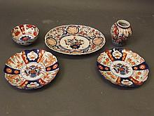 A quantity of Japanese Imari items to include