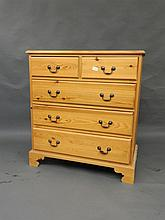 A modern pine chest of drawers, 30½