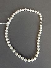 A good quality pearl necklace, 18¼