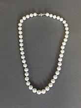 A fine pearl necklace, 17½