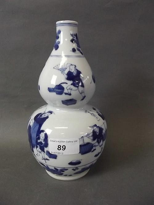 A Chinese blue and white double gourd pottery vase