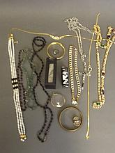 A quantity of costume jewellery to include