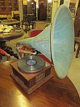 Vintage Oak Horn Gramaphone
