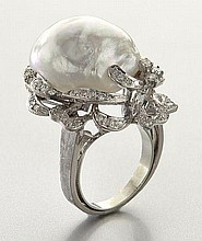 Retro 14K gold, Baroque pearl and diamond ring