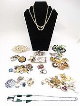 A quantity of assorted vintage costume jewellery