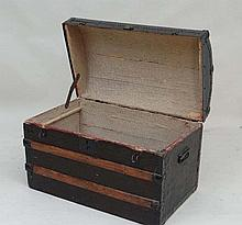 A 19thC banded dome top travel trunk with canvas steel and wood covering, twin carry handles and brass studs 29 1/2