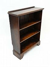 A c.1925 oak open front bookcase with three shelves and beaded edge decoration on shaped bracket foot 38