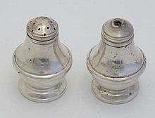 A 2-piece silver cruet set comprising salt and pepperette. Hallmarked Birmingham 1986 maker C Ltd. 2