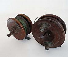 Fishing : An old pair of mahogany and brass reels, one a star back, both wi