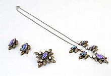 Vintage costume jewellery : A suite of jewellery c