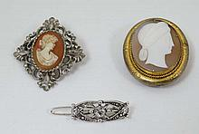 A late 19thC / early 20thC gilt metal brooch set with centr