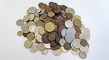 Coins: A collection of assorted International coins to incl
