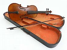 Musical Instruments : An early 20thC 3/4 size student's Violin , the body h