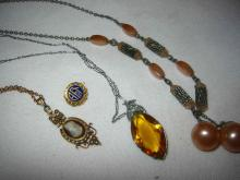 Miscellaneous Lot of 4 Pieces of Vintage Jewelry