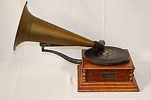 Victor Type M Disc Phonograph - Eldridge Johnson