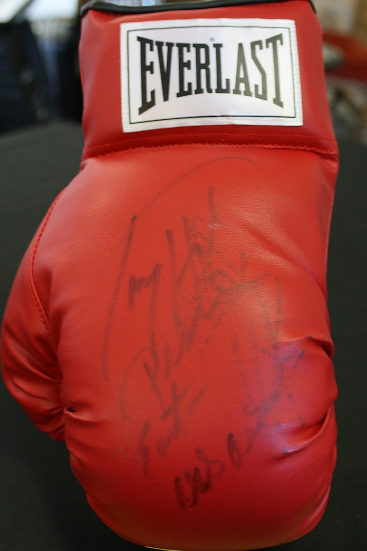 LARRY HOLMES BOXING GLOVE