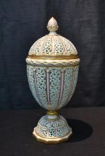 RETICULATED ROYAL WORCESTER WORKS COVERED URN