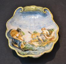 EARLY 19thC FOOTED MAJOLICA SHELL WITH FIGURES