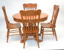 ROUND GOLDEN OAK TABLE WITH (4) CHAIRS