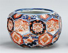 IMARI PORCELAIN JARDINIÈRE In globular form. Height 7½