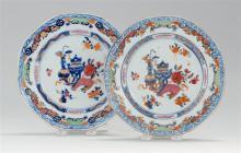 PAIR OF CHINESE EXPORT PORCELAIN PLATES Delicate diapered border surrounds central vase, urn and Famille Rose decoration. Diameter 9...
