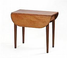 ANTIQUE AMERICAN HEPPLEWHITE DROP-LEAF TABLE Top in tiger maple. Square tapered legs. Height 27
