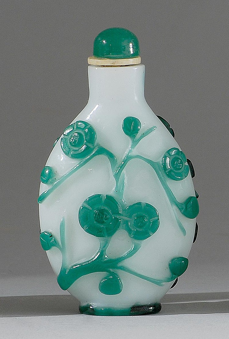OVERLAY GLASS SNUFF BOTTLE In spade shape with green floral design on a milk-white ground. Height 2½