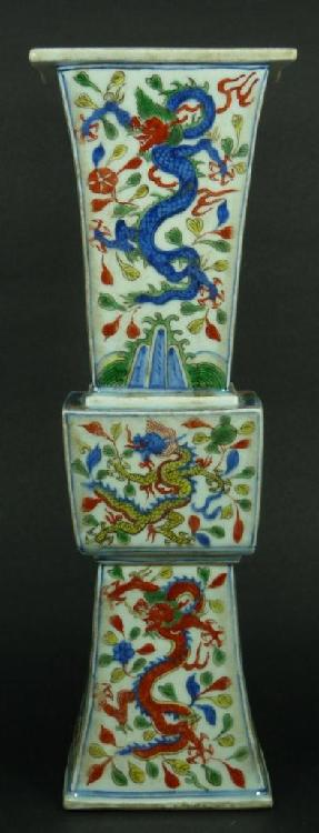 16th C CHINESE WUCAI PORCELAIN VASE