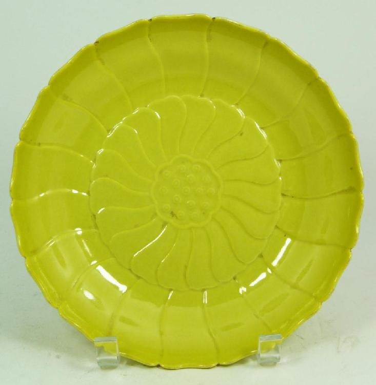 AN 18th C CHINESE YELLOW GLAZE FLOWER BOWL