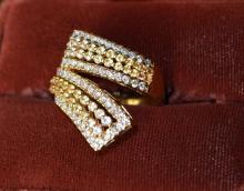 18 Kt Yg Yellow Sapphires & Diamonds Ring
