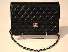 CHANEL - sac classique mademoiselle matelassé noir à  soufflet, 24 x 16 x 7 cm,