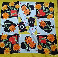 CHRISTIAN DIOR - carré de soie, 90 x 90 cm, jeu de cartes et de fleurs orangées,