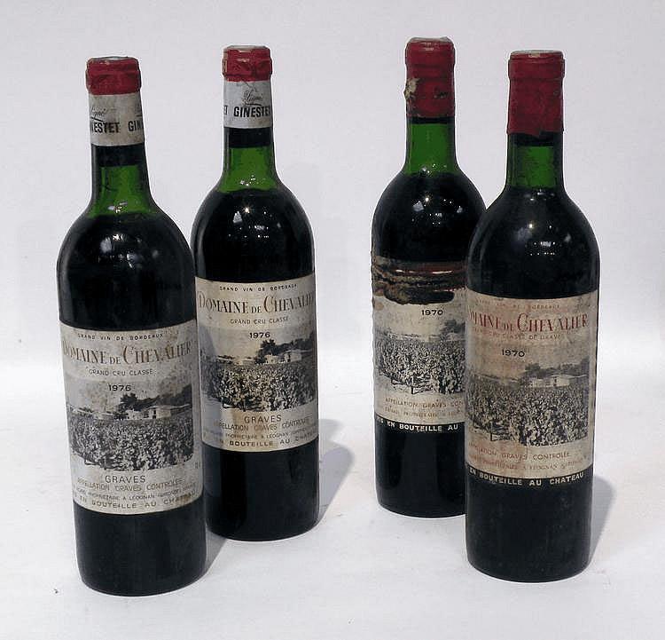 4 Bouteilles de DOMAINE de CHEVALIER, grand cru classé de Graves (2) 1970 et (2) 1975