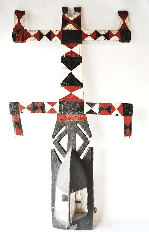 Mali, DOGON. Masque «Kanaga» polychrome exécuté dans la plus pure tradition des danses liées aux rituels associés aux danses de la moisson. Ce masque a manifestement dansé car nous observons la présence d'une attache de bois servant à le maintenir,