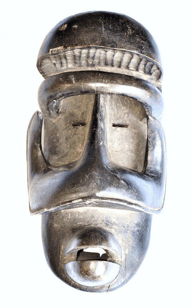 Côte d'Ivoire,  WE-GUERE. Exceptionnel masque de danse dégageant une très grande force. Bois 38 cm