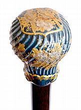 CANNE, le pommeau milord en porcelaine cannelée bleue rehaussée de bouquets de f
