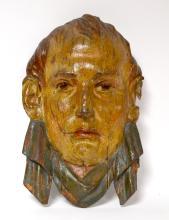 MASQUE de NAPOLÉON 1er en bois sculpté polychrome et verni.